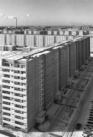 Roger Melis, Marzahn #23, Berlin 198328 x 19 cm auf 30 x 24 cmArchival silver gelatine print, Edition of 7+2ap© Nachlass Roger Melis / Mathias Bertram