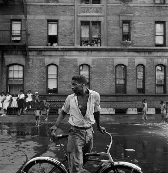 Gordon Parks: Untitled, Harlem, New York, 1948Courtesy of and © The Gordon Parks Foundation
