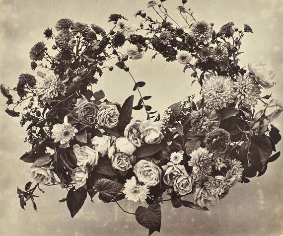 Adolphe Braun, Wreath: chrysanthemums and roses, around 1854, Albumen print © Collection Serge Kakou Paris