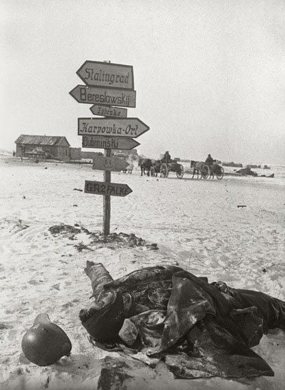 Natalja Bode: Nach der Einnahme einer deutschen Stellung vor Stalingrad, Stalingrader Front, Januar 1943© FotoSojus, Moskau