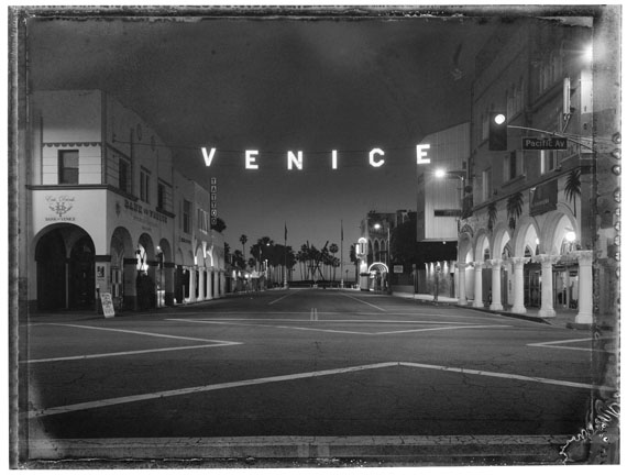 Christopher Thomas: Los Angeles, Venice Sign, Venice, 2017© Christopher Thomas
