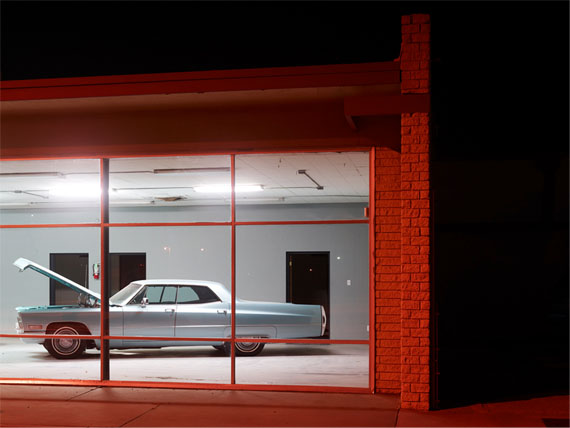 Josef Hoflehner : Open Hood, Roswell, New Mexico, 2013 – 160 x 210 cm Edition 1/5