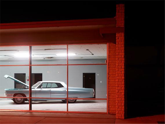 Josef Hoflehner : Open Hood, Roswell, New Mexico, 2013 – 160 x 210 cm Edition 1/5