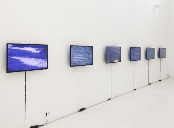 Antoni Muntadas: Aller / Retour, 2013/17Video Installation, 6 LED'S 40''Installation 700 x 60 cm
