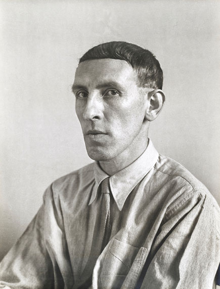 August Sander, Maler (Heinrich Hoerle), 1928 © Die Photographische Sammlung/SK Stiftung Kultur – August Sander Archiv, Köln; VG Bild-Kunst, Bonn, 2017. courtesy of Galerie Julian Sander, Cologne