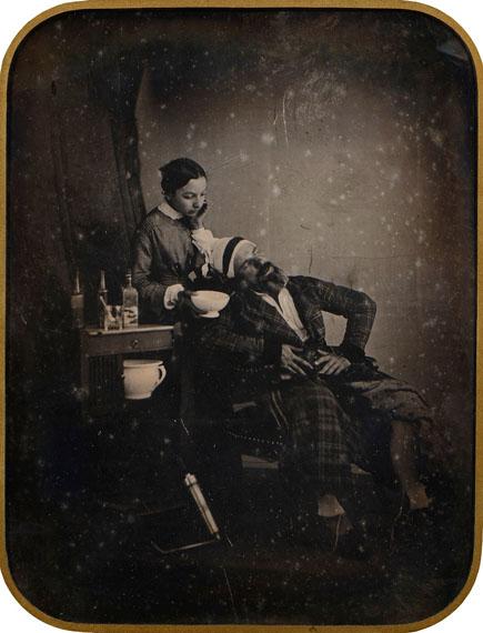"""Lot 3Camille DOLARD (1810-après 1884) Autoportrait en """"malade imaginaire"""", c. 1842-1843 Full plate daguerreotype 20 x 15,3 cm (26,5 x 21,5 cm)60 000 / 80 000 €© Camille Dolard / © Courtesy Millon"""