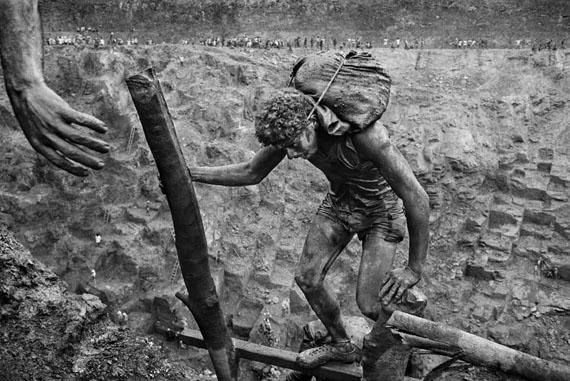 Gold mine of « Serra Pelada » Para State, Brazil 1986 - Collection Maison Européenne de la Photographie© Sebastião Salgado / Amazonas images