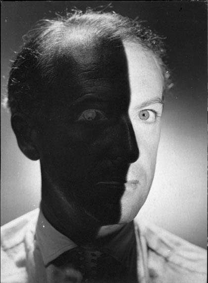 Erwin BlumenfeldCecil Beaton, 1937Tirage gélatino-argentique d'époque, réalisé par l'artisteDimensions du tirage : 33 x 24,2 cmCertifié par Kathleen Blumenfeld, tampon Estate of Erwin Blumenfeld