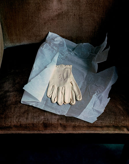 Marianne Moore's Gloves, 1983, Dye Transfer, 42,3 x 33,3 cm 