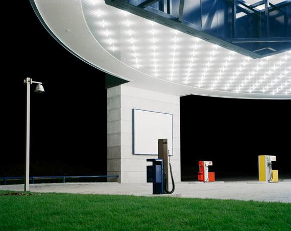 Julian Faulhaber Tankstelle (Gas Station), 2008©Julian Faulhaber/VG Bildkunst Bonn/RAO