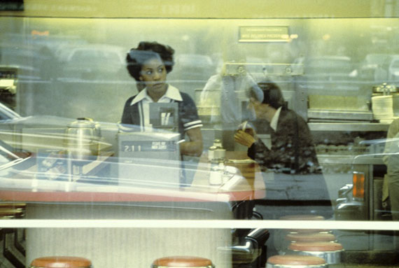 Willy Spiller: Lunch on Broadway, New York, 1982, Archival Pigment Print, 80 x 110 cm, Edition 5 & 2 AP