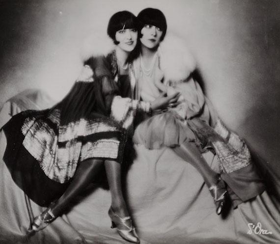 Madame d'Ora, Dolly Sisters, um 1928 © Nachlass d'Ora/Museum für Kunst und Gewerbe Hamburg