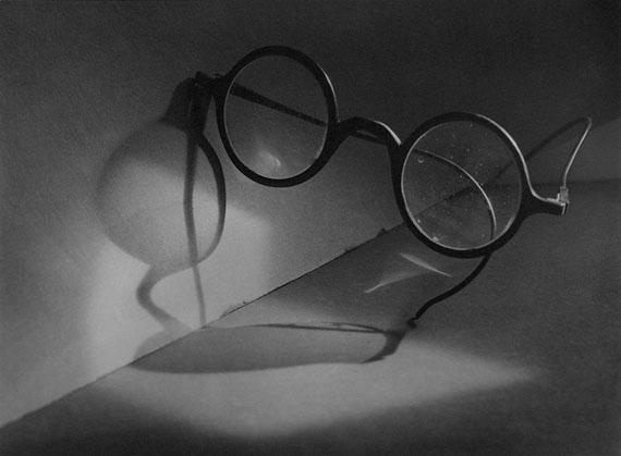 Loneliness and Glasses / Einsamkeit und Brille, ca. 1924© Miloslava Rupešová-Funková / Jaromír Funke