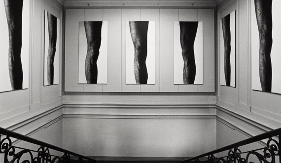 Installation view Balthasar Burkhard: Das Knie (Knee), Kunsthalle Basel, 1983, Photo: Balthasar Burkhard © Estate Balthasar Burkhard