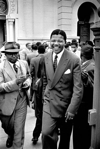 © Jürgen Schadeberg, Nelson Mandela und Moses Kotane während des Verratsprozesses, 1958