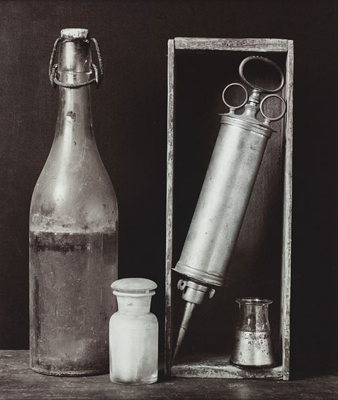 Still life with syringe, 1986, Gelatine silver print © Michel Medinger, Collection CNA