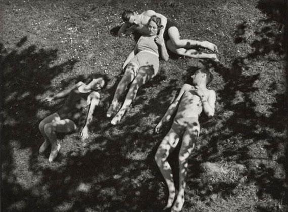 Josef Ehm, Summer in the Park, 1932, Gelatine silver print, 17.2 x 23.4 cm.  © Galerie Julian Sander