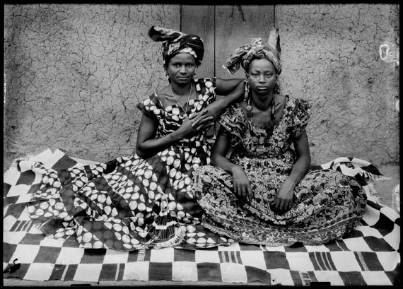 © Seydou Keïta / SKPEAC – Courtesy CAAC  - The Pigozzi Collection