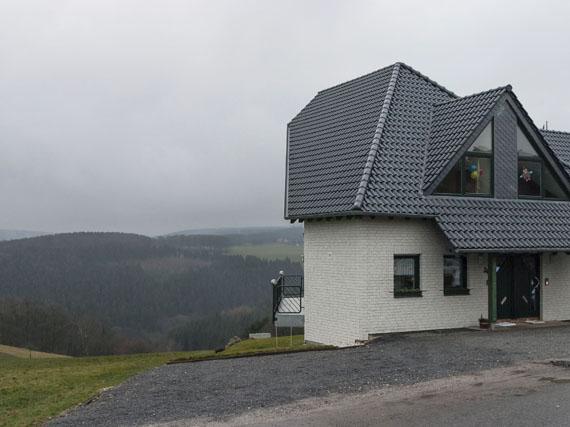 Peter Oehlmann: Haus am Hang (Winterreise), Vossenack/Hürtgenwald, 2005