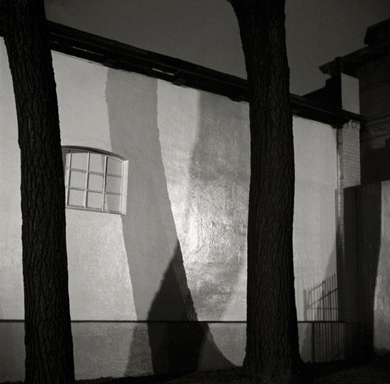 Herbert List: 'Mauer bei Nacht', Hamburg 1930 © Herbert List / Magnum Photos