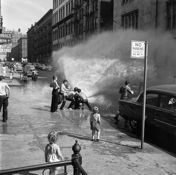 Vivian Maier: New York,  NY, June 1954, Copyright © Estate of Vivian Maier