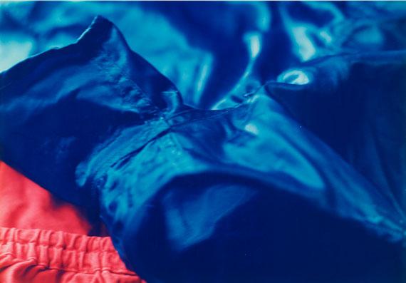 Wolfgang TillmansFaltenwurf (blue shorts) I, 1996C-Print auf Fujicolor-Professional-Papier28,2 x 40,6 cm (30,5 x 40,6 cm)Schätzpreis 8000-12000 EUR