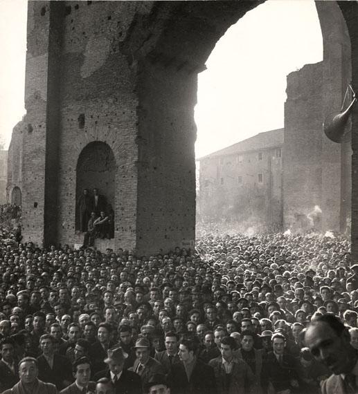 Crowd listening to a speech by Socialist Pietro Nenni, Basilica di Massenzio, Rome, March 11, 1948© Chim (David Seymour)  Magnum Photos  Courtesy Chim Estate