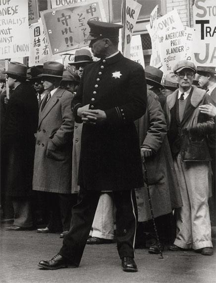 """Lot 4227 Dorothea Lange. """"General Strike, San Francisco"""". 1934."""