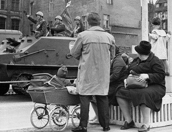 Parade der Roten Armee zum Tag der Befreiung, Berlin, 1965 © Roger Melis Nachlass