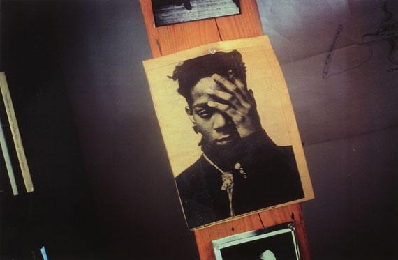 Marina Faust, aus der Serie Basquiat-Mort Paris, 1989 – 1990/1989, Laserkopien von chromogenen Abzügen, Fotosammlung des Bundes am Museum der Moderne Salzburg