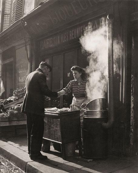 Sabine Weiss: Marchande de frites, Paris, 1946-1948 © Sabine Weiss