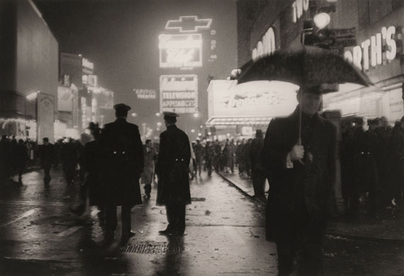 Sabine Weiss: Times Square, New York, 1962 © Sabine Weiss