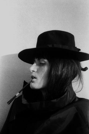 Renate BertlmannVerwandlungen, 1969Schwarz-Weiß-Fotografie (aus einer Serie von 53), 25 x 17 cm© Renate Bertlmann© Richard Saltoun, London