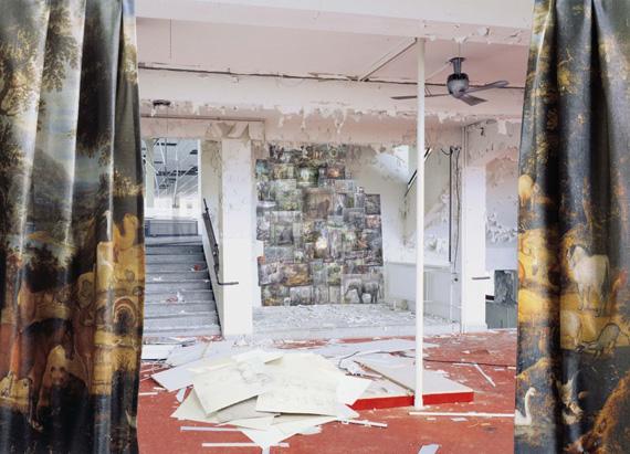 Anett Stuth, Paradies, 2009, aus der Serie Raum-Zeit-Bild, C-print, Diasec © Anett Stuth, Courtesy, Galerie Kleindienst, Leipzig, Galerie Löhrl, Mönchengladbach, Galerie Holger Priess, Hamburg