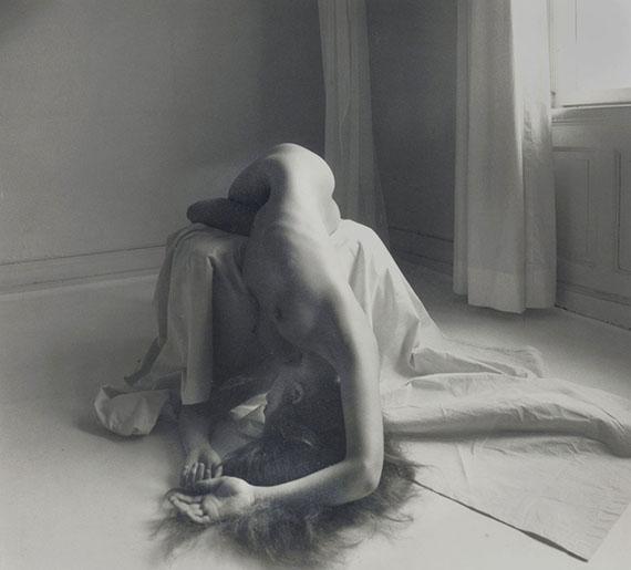 Karin Székessy: Über den Stuhl gelegt I, 1984