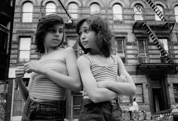 Susan Meiselas, Dee and Lisa on Mott Street, Little Italy, New York, 1976 © Susan Meiselas/ Magnum Photos