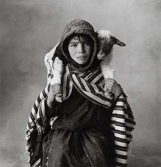 Irving Penn Young Berber Shepherdess, Morocco. 1971  Gelatin silver print, selenium toned, 1983 39,6 × 38 cm (40,4 × 50,4 cm) (15 5⁄8 × 15 in. (15 7⁄8 × 19 7⁄8 in.)) EUR 50.000–70.000