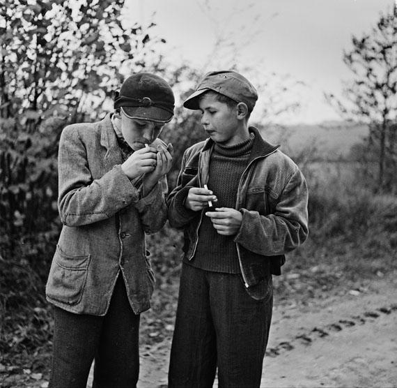 Bill Perlmutter: G.I Zigaretten, Deutschland 1955© Bill Perlmutter / Courtesy Galerie Hilaneh von Kories