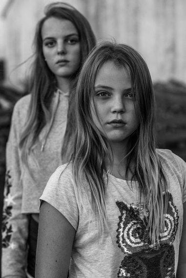 Carla Kogelman, Ich Bin Waldviertel14 August, 2017: Hannah and Alena are two sisters who live in Merkenbrechts, a bioenergy village of around 170 inhabitants in Waldviertel, an isolated rural area of Austria, near the Czech border.2018 Photo Contest, Long-Term Projects, Stories, 1st prize