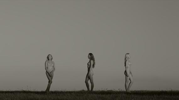 JEAN-LUC MOULÈNE, LES TROIS GRÂCES (THE THREE GRACES), 2012, HD VIDEO, 9'24, COURTESY OF THE ARTIST AND GALERIE CHANTAL CROUSEL, PARIS