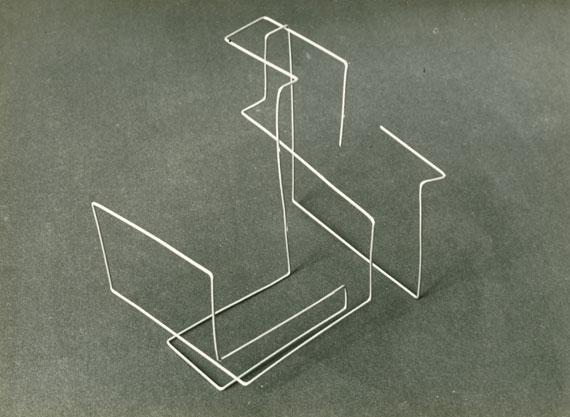 Material study with wire mesh, preliminary course Fritz SchleiferLandeskunstschule Hamburg 1930–33photograph, 17 x 23 cmHamburgisches Architekturarchiv – Bestand Fritz Schleifer© Jan Schleifer