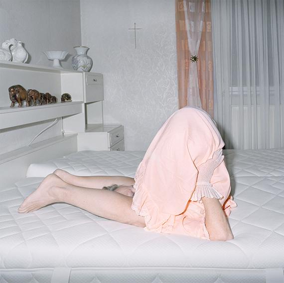 """Nina Röder: Wenn du gehen musst willst du doch auch bleiben, 2017© Nina Röder, courtesy Vonovia Award für Fotografie 2018(Shortlistkandidatin """"Beste Fotoserie"""")"""