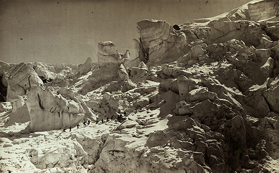 Louis Auguste Bisson und Auguste Rosalie Bisson: Ersteigung des Mont Blanc, 1862Albuminabzug / Neuabzug, 40 x 24,5 cm, Sammlung Museum für Photographie Braunschweig