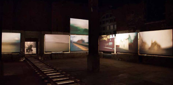 Karen Stuke: Ausstellungsansicht, The Wapping Project, London, 2013