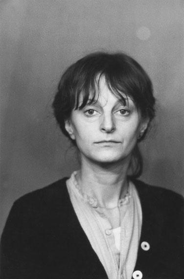 Helga ParisOhne Titel, aus: Selbstporträts (1), 1981-1989Silbergelatineabzug20,4 x 13,5 cmCourtesy the artist© Helga Paris, 2019