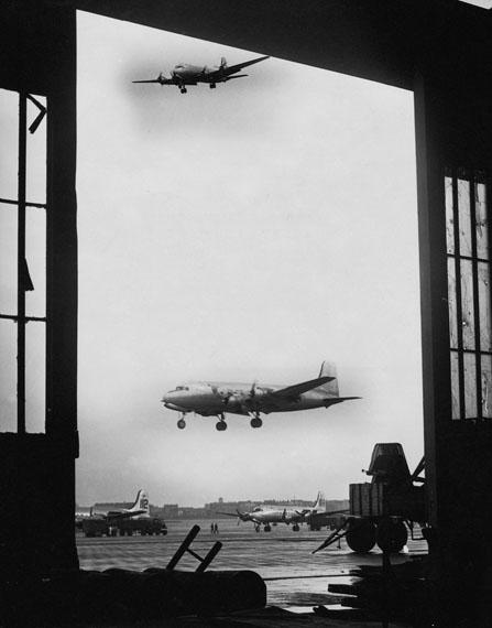 Rosinenbomber, Tempelhof 1949© Hannes Kilian