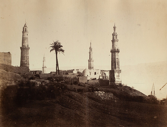 """Lot 18 Gustave LE GRAY (1820-1884)""""Girgeh, Haute Egypte, 1867""""Albumen print from paper negative, mounted 31 x 41,5 cm (38 x 52,6 cm)10000/15 000 €"""
