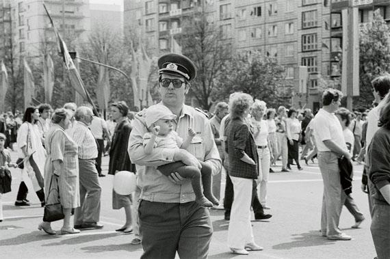 © Nelly Rau-Häring, 1. Mai Berlin-Ost, 1988.