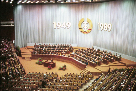 José Giribás Marambio: Offizieller Feierakt zum 40-jährigen Bestehen der DDR am 6. Oktober 1989, drei Tage vor dem Mauerfall. Palast der Republik, Berlin, DDR