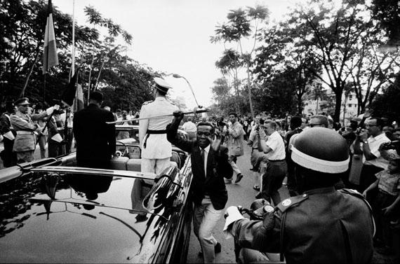Archiv Robert Lebeck: Dem König von Belgien wird der Säbel gestohlen, Leopoldville, Kongo 1960